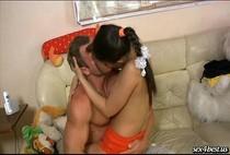 เด็กสาวโดนพ่อเลี้ยงเย็ดเปิดซิงหีเด็กๆใครก็ชอบนมเพิ่งขึ้นหมอยอ่อนนุ่มหีแดงแจ๋แซ่บละครับงานนี้