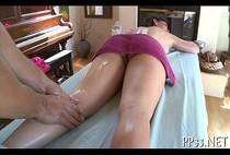 โป๊ฝรั่ง XXX สาวสวยหน้าคมเข้าใช้บริการนวดผ่อนคลาย เห็นควยผู้ชายที่มานวดให้ตุงอดใจไม่ไหว เสร็จเลย